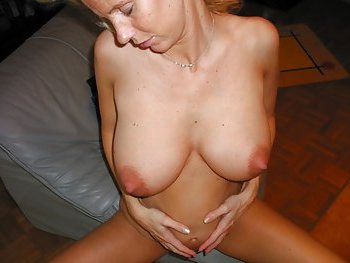 Schwangeres aber ficksüchtiges Weib mit vollen Brüsten